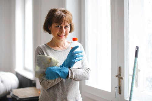 Benefícios da contratação de serviços profissionais de limpeza para o seu estabelecimento comercial
