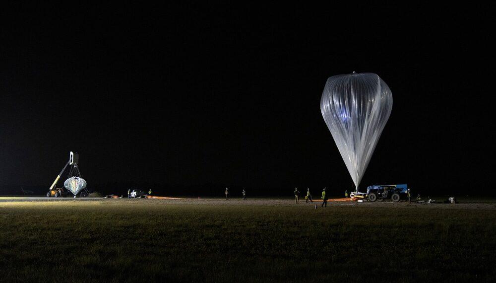 Empresa dos EUA anuncia voos de balão até a fronteira do espaço