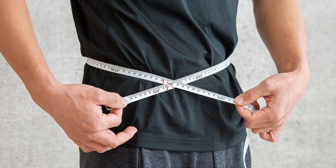 Os piores hábitos para a gordura da barriga, de acordo com a ciência