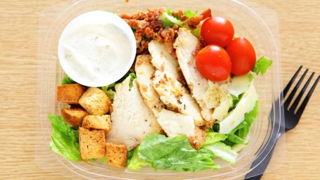 Um dos principais efeitos colaterais de comer de um recipiente de plástico, diz a ciência