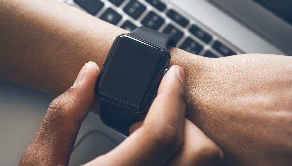 Pesquisadores estudam como usar a pele humana para recarregar smartwatches