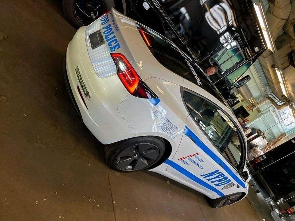 Polícia de Nova York compra Tesla Model 3 para patrulha