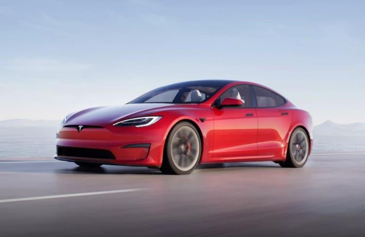 """Tesla Model S Plaid, o """"carro mais rápido do mundo"""", é vendido no Brasil por R$ 1 milhão"""