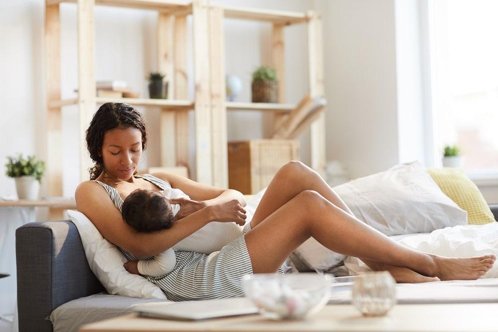Vacina contra a Covid-19 não interfere no leite materno, diz estudo